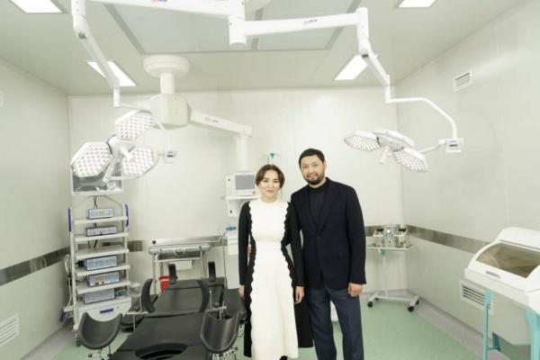 Асель Тасмагамбетова и Кенес Ракишев открывают отделение срочной детской хирургии в городе Семей.
